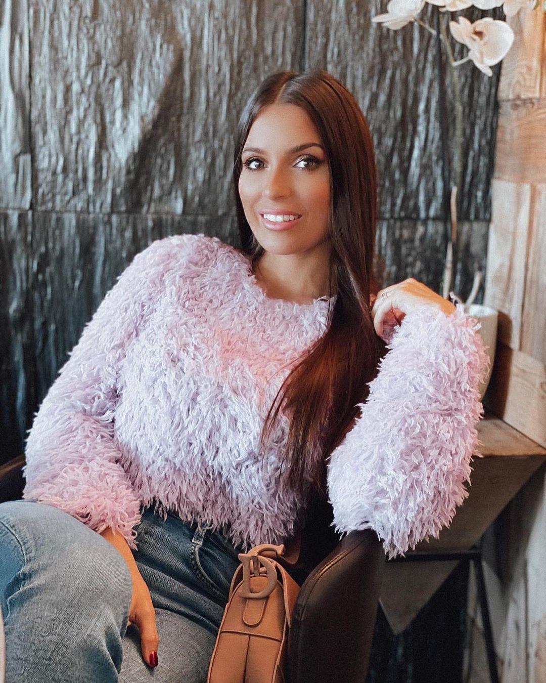 Alessia-Macari-Wallpapers-Insta-Fit-Bio-1