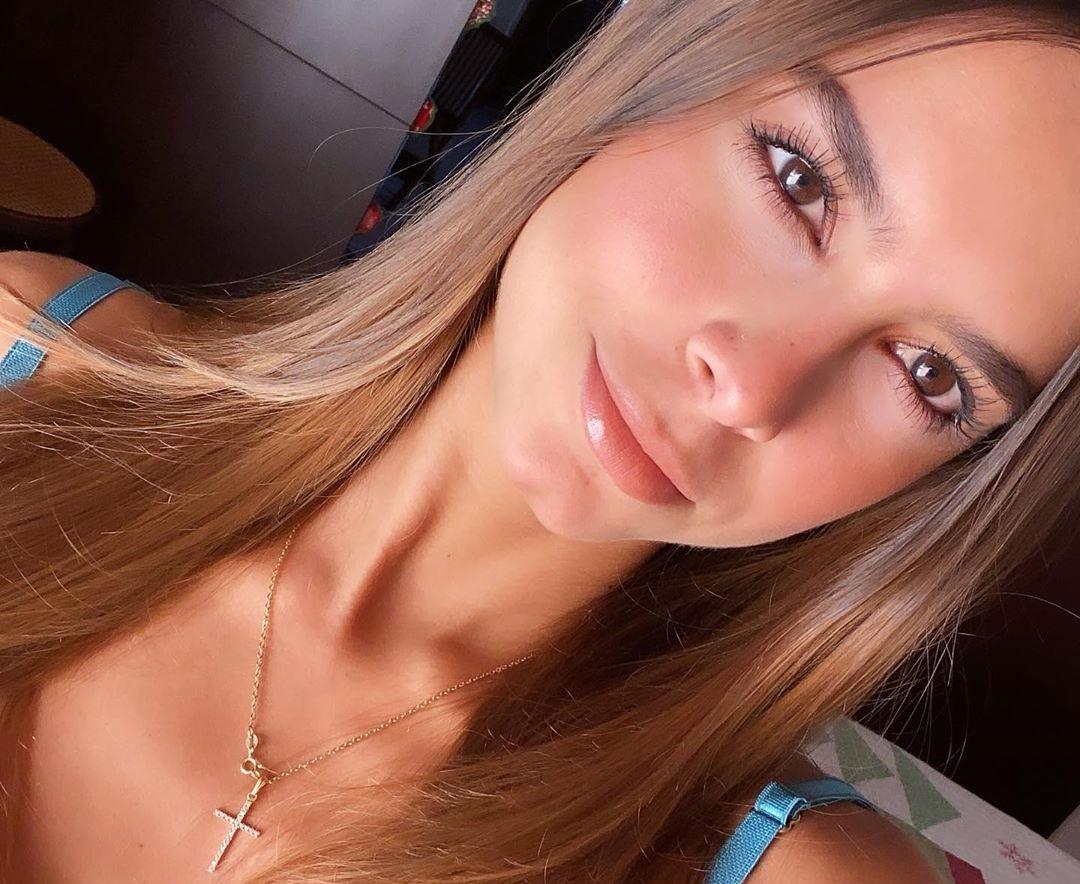 Daniela-Medina-Wallpapers-Insta-FIt-Bio-10