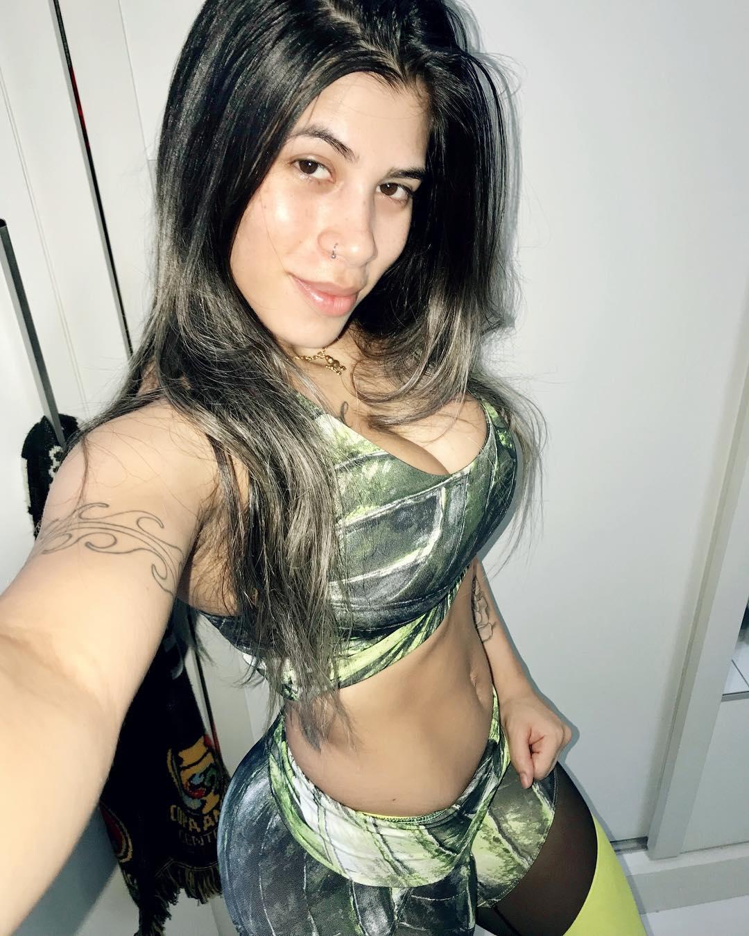 Yasmin-Safira-Wallpapers-Insta-Fit-Bio-5
