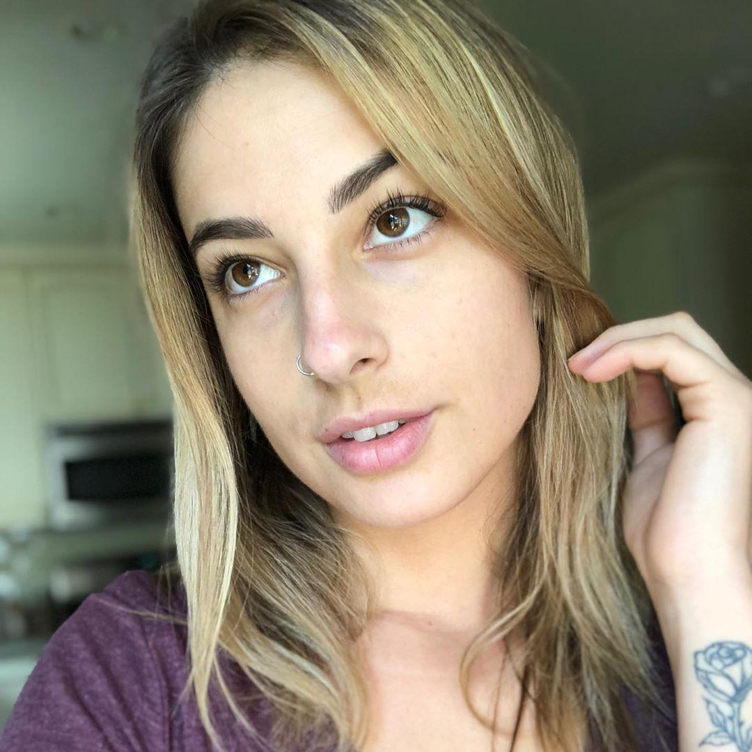 Kristen-Scott-Wallpapers-Insta-Fit-Bio-6