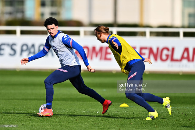 BURTON-UPON-TRENT-ENGLAND-MARCH-22-Curtis-Jones-of-England-is-tracked-by-Ben-Wilmot-during-the-Engla
