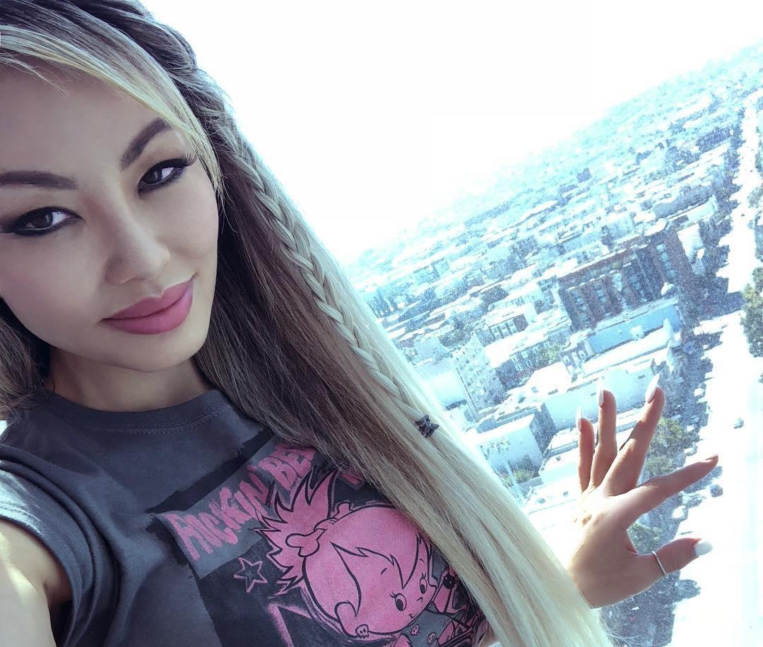 Natasha-Yi-Wallpapers-Insta-Biography-1
