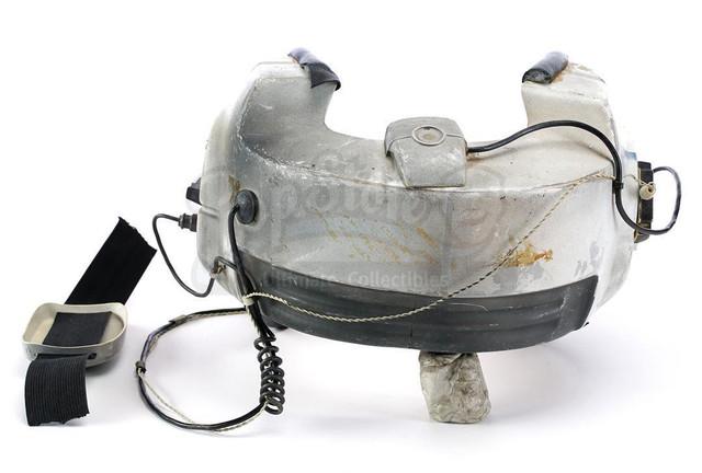 Prop-Store-Bwing-Helmet04.jpg