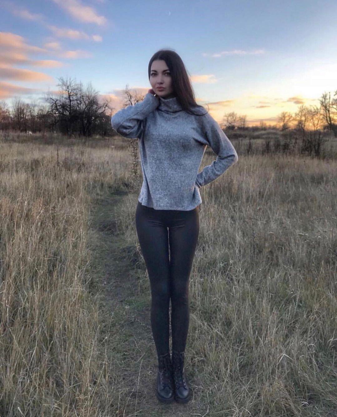 Roksana-Holodova-Wallpapers-Insta-Fit-Bio-8
