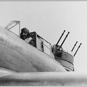 https://i.ibb.co/MCFgdrP/BOULTON-PAUL-DEFIANT-CH-875-Original-wartime-caption-CH-868-The-crew-of-a-Defiant-The-gunner-is-hidd.jpg