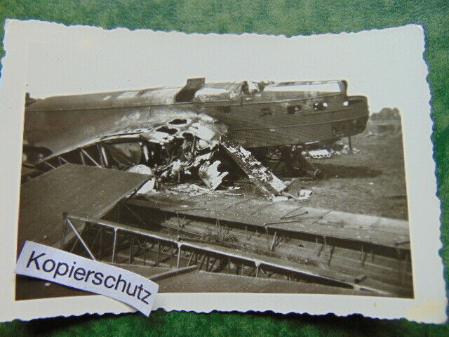 Altes-Foto-Flieger-Flugzeug-Tr-mmer-Zerst-rung-WW2