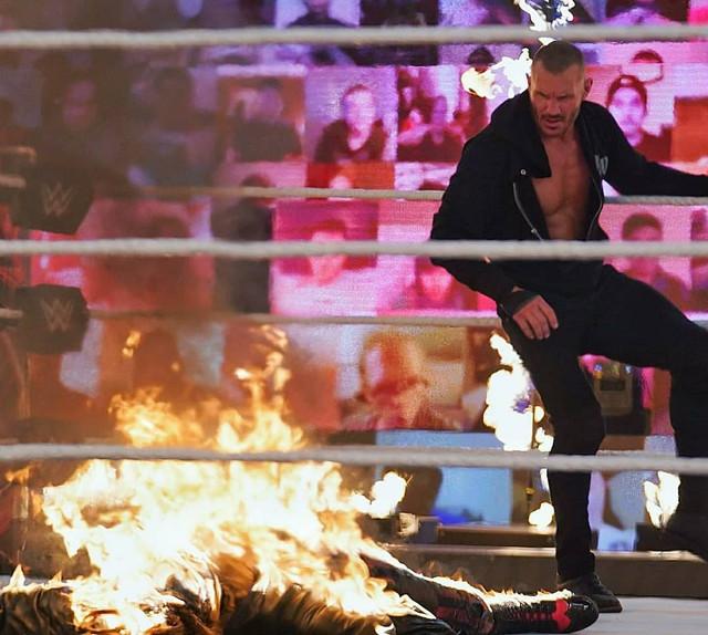 Randy Orton vence a The Fiend Bray Wyatt Firefly Inferno