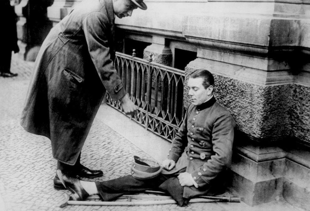 Photo of a German veteran with a wound sign asking for alms on the streets of Berlin (Germany, Weimar Republic, 1923).