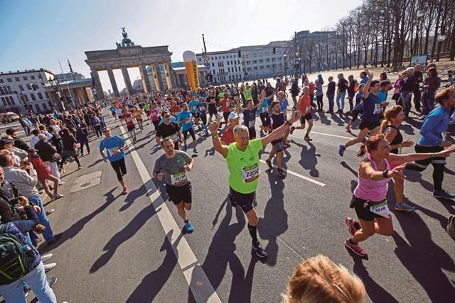 puerta-brandeburgo-carrera-medio-maraton-berlin-travelmarathon-es