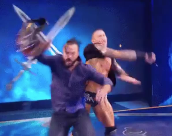 Orton ataca a Drew RAW