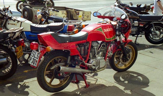 [Image: 1984-Isle-of-Man-BMW-Ducati-bike-1.jpg]