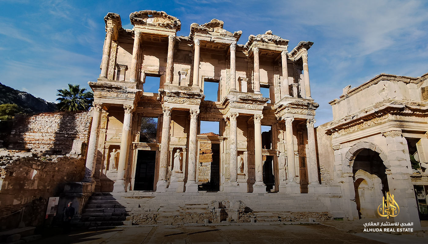 discover the historic place of Izmir  Selcuk