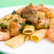 Carne-de-Porco-a-Portuguesa-com-Macarronetes-e-Camarao-SI-2