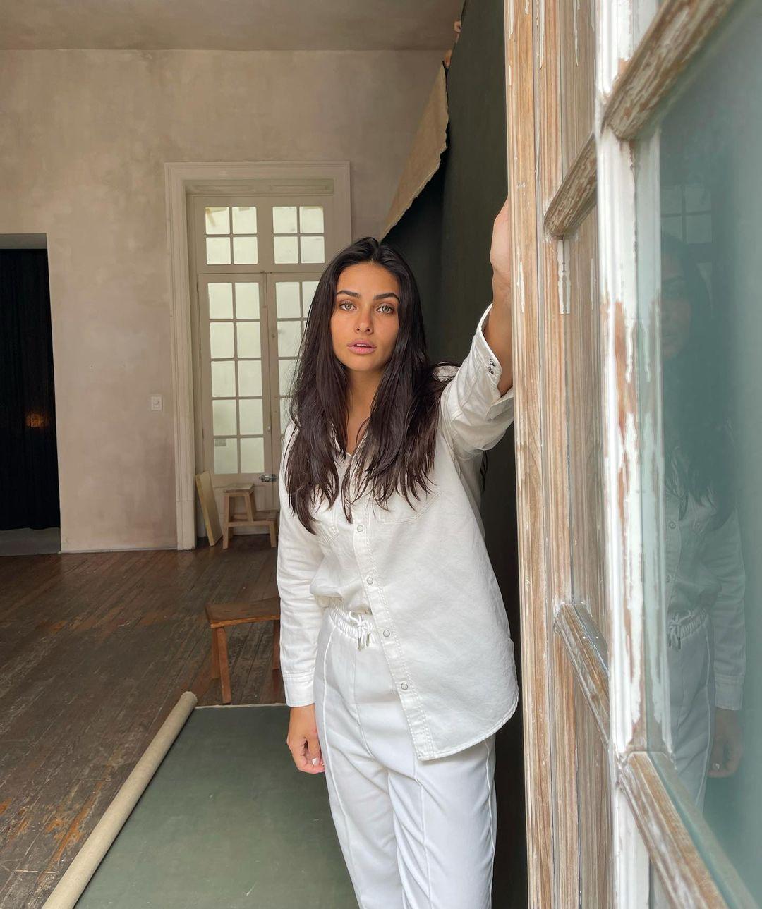 Renata-Notni-Wallpapers-Insta-Fit-Bio-5