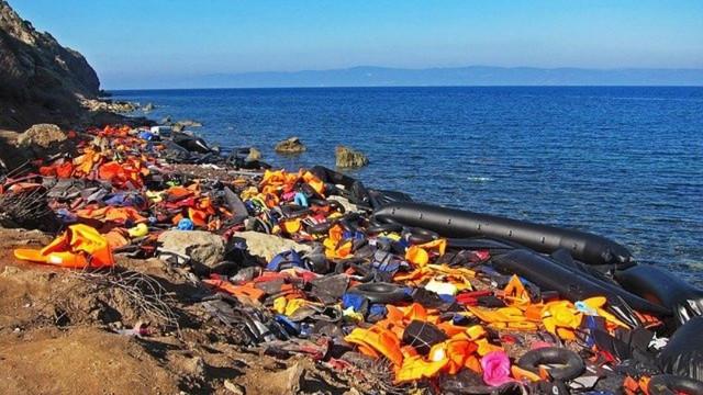 مئات,اللاجئين,يصلون,في,فترة,وجيزة,إلى,السواحل,الإيطالية