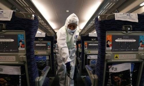 Berapa Lama Virus Corona Bertahan Hidup di Permukaan Plastik dan Kertas?