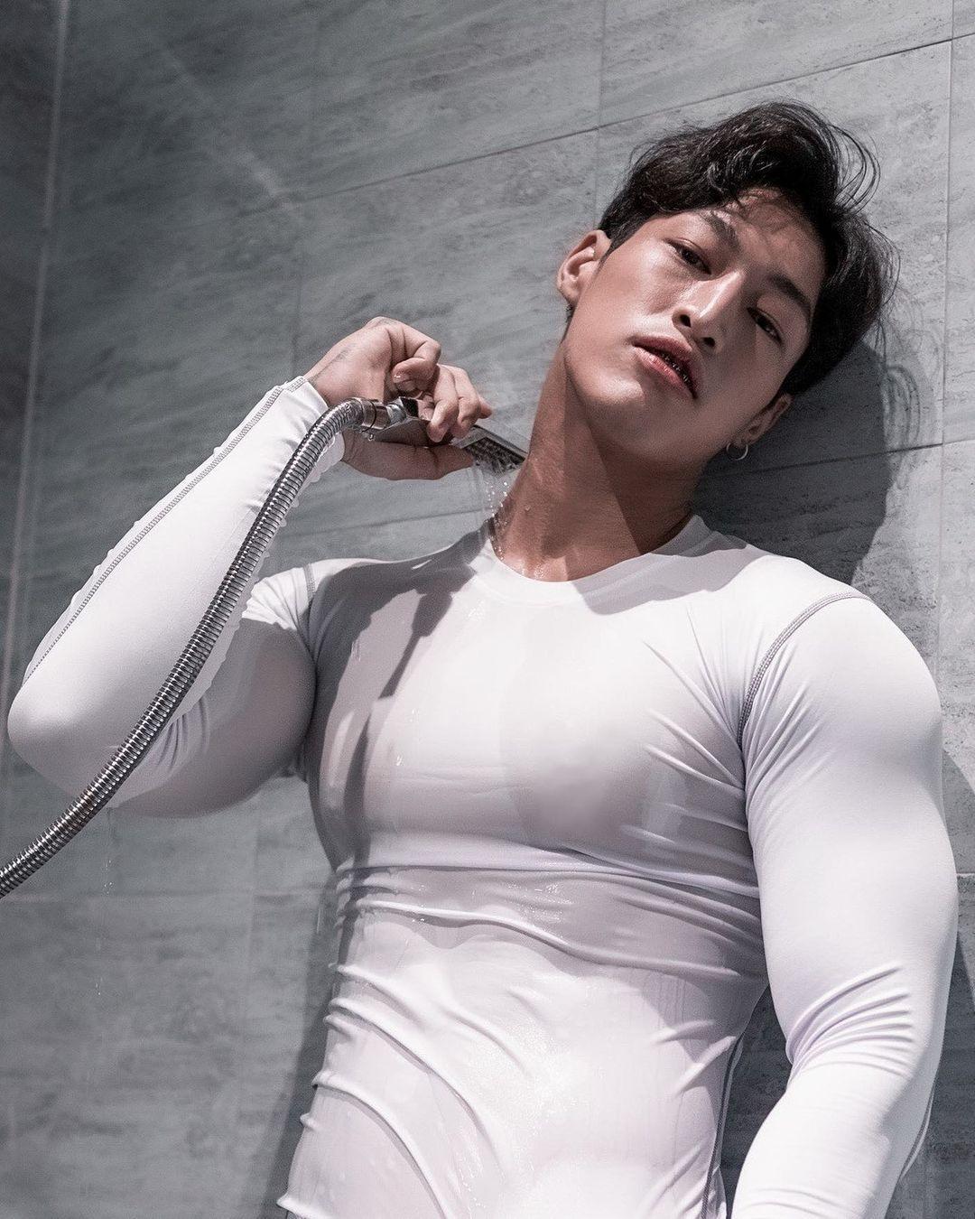 Nueng, gymer trai thẳng Thái Lan xăm mình ngực bự