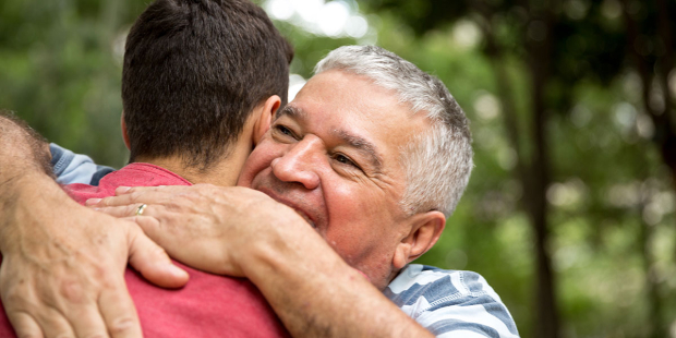 WEB3-HUG-FATHER-SON-KIND-LOVE-FAMILY-shutterstock-768901285-Filipe-Frazao-AI