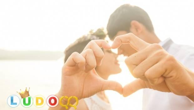 Seperti Romeo dan Juliet, 5 Zodiak Ini Rela Berkorban untuk Cinta