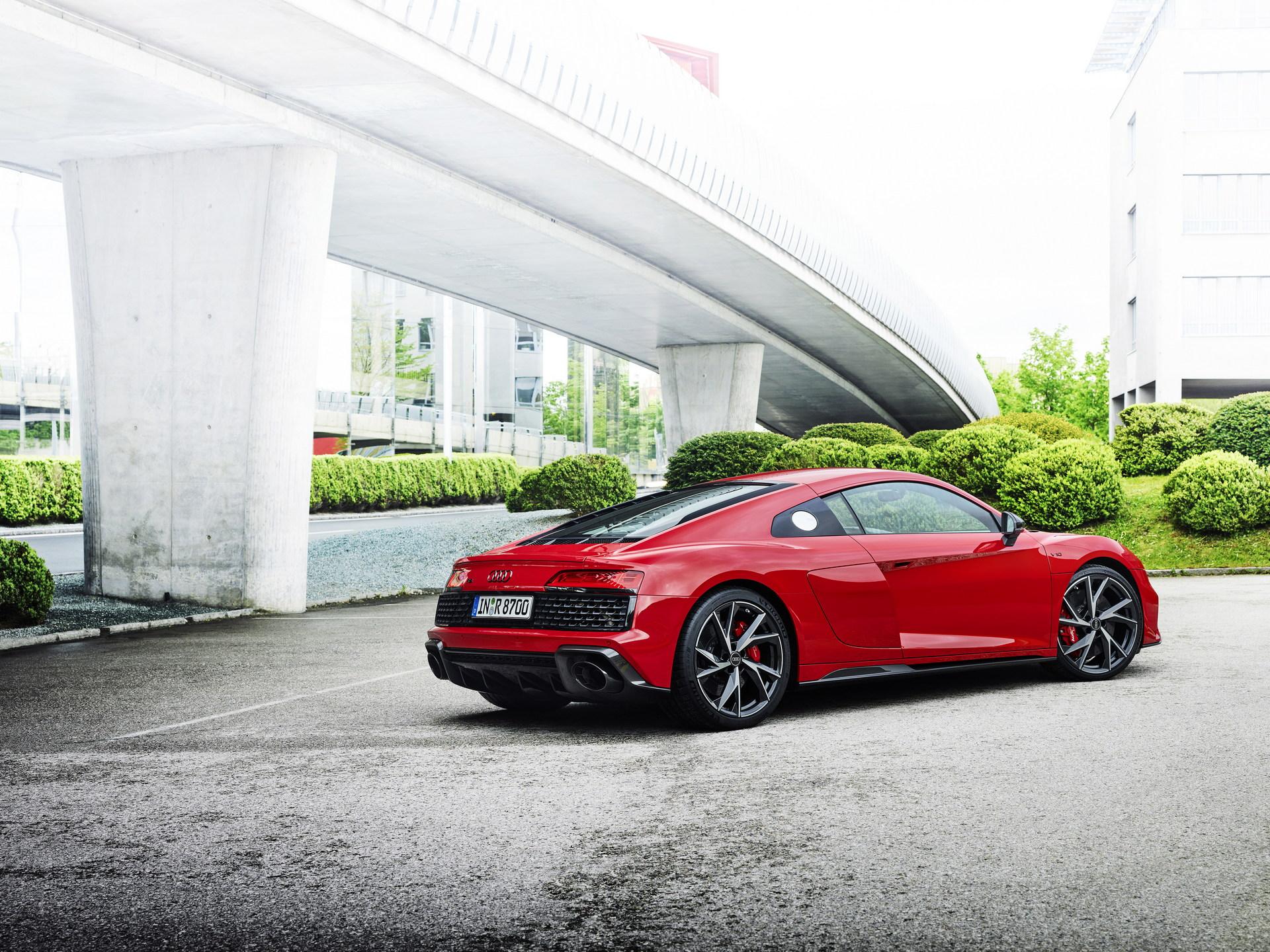 2022-Audi-R8-V10-Performance-RWD-11