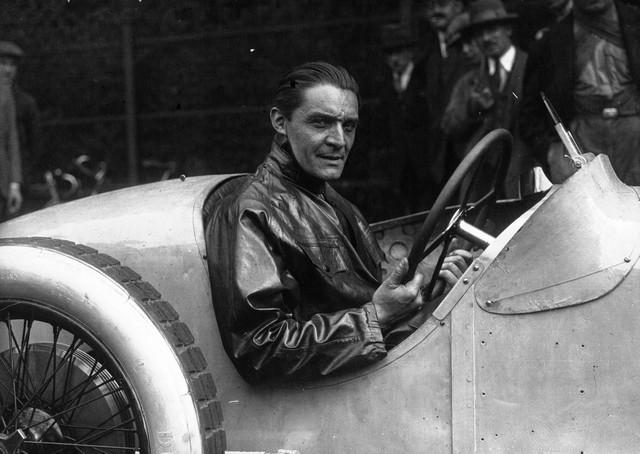 Les risque-tout chez Bugatti – entre l'avion et la voiture de course  06-robert-benoist-monza-1927