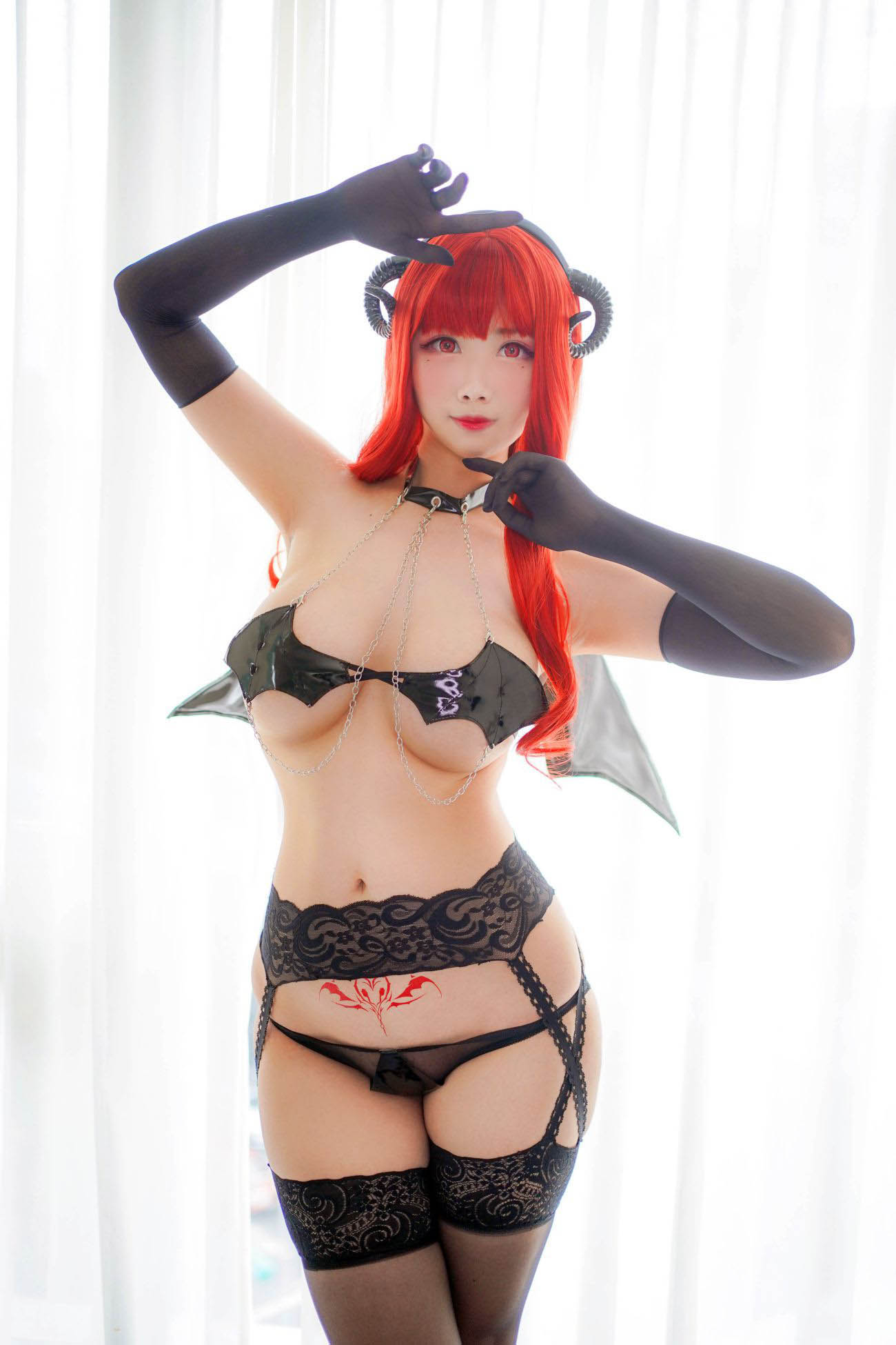 Succubus-Cosplay-by-Ka-Ya-Beckons-Onlookers-to-Bed-4