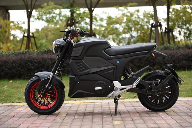 black-razer-4000w-moto-125e-3