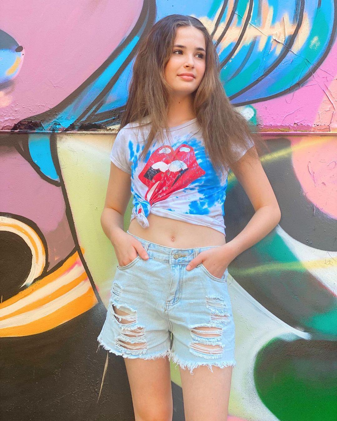 Lexia-Hayden-Wallpapers-Insta-Fit-Bio-1