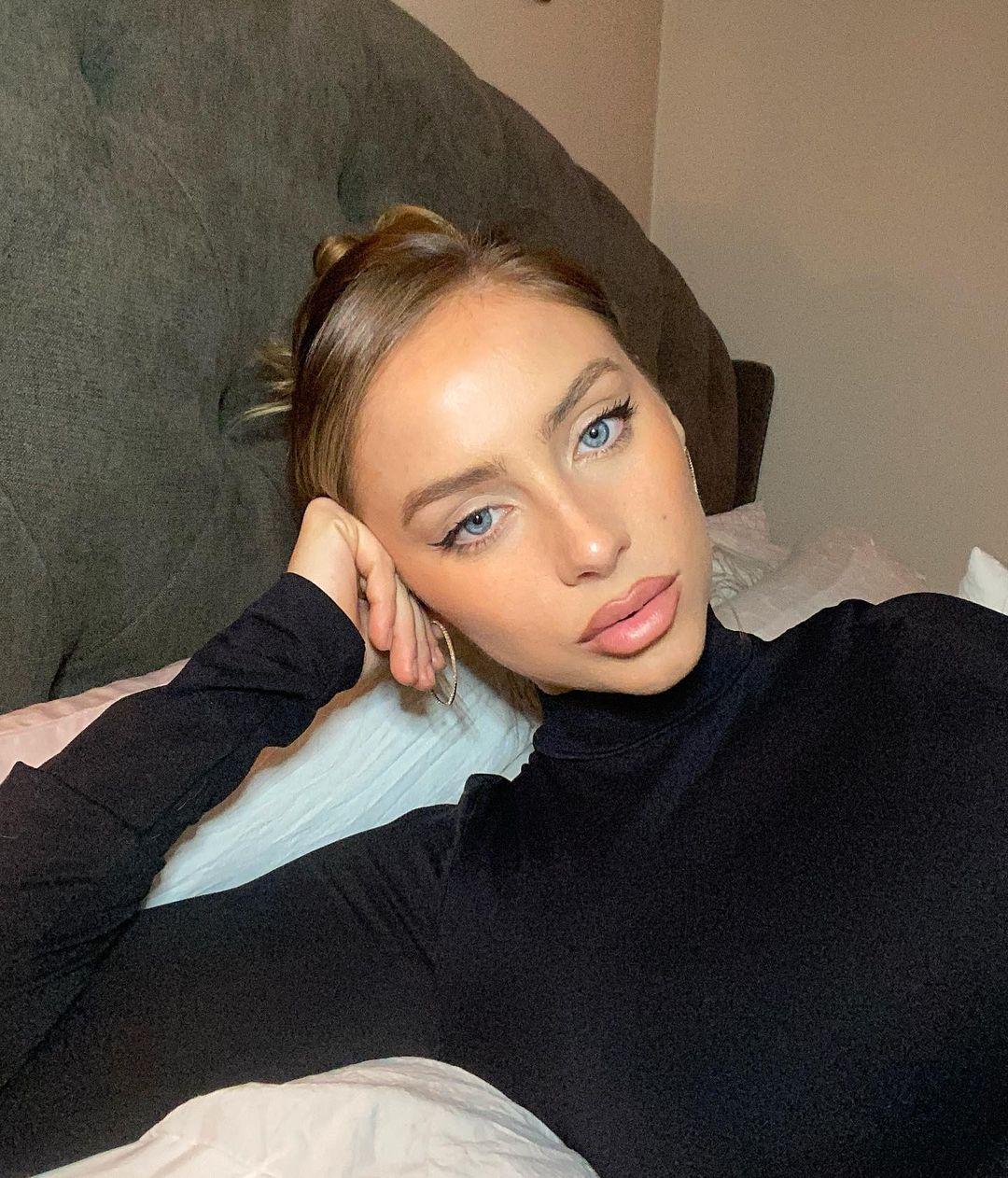 Stephanie-Weiss-Wallpapers-Insta-Fit-Bio-9