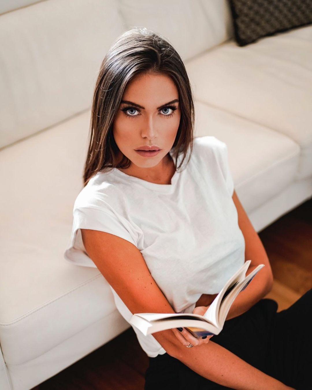 Sara-Riccardi-Wallpapers-Insta-Fit-Bio-3