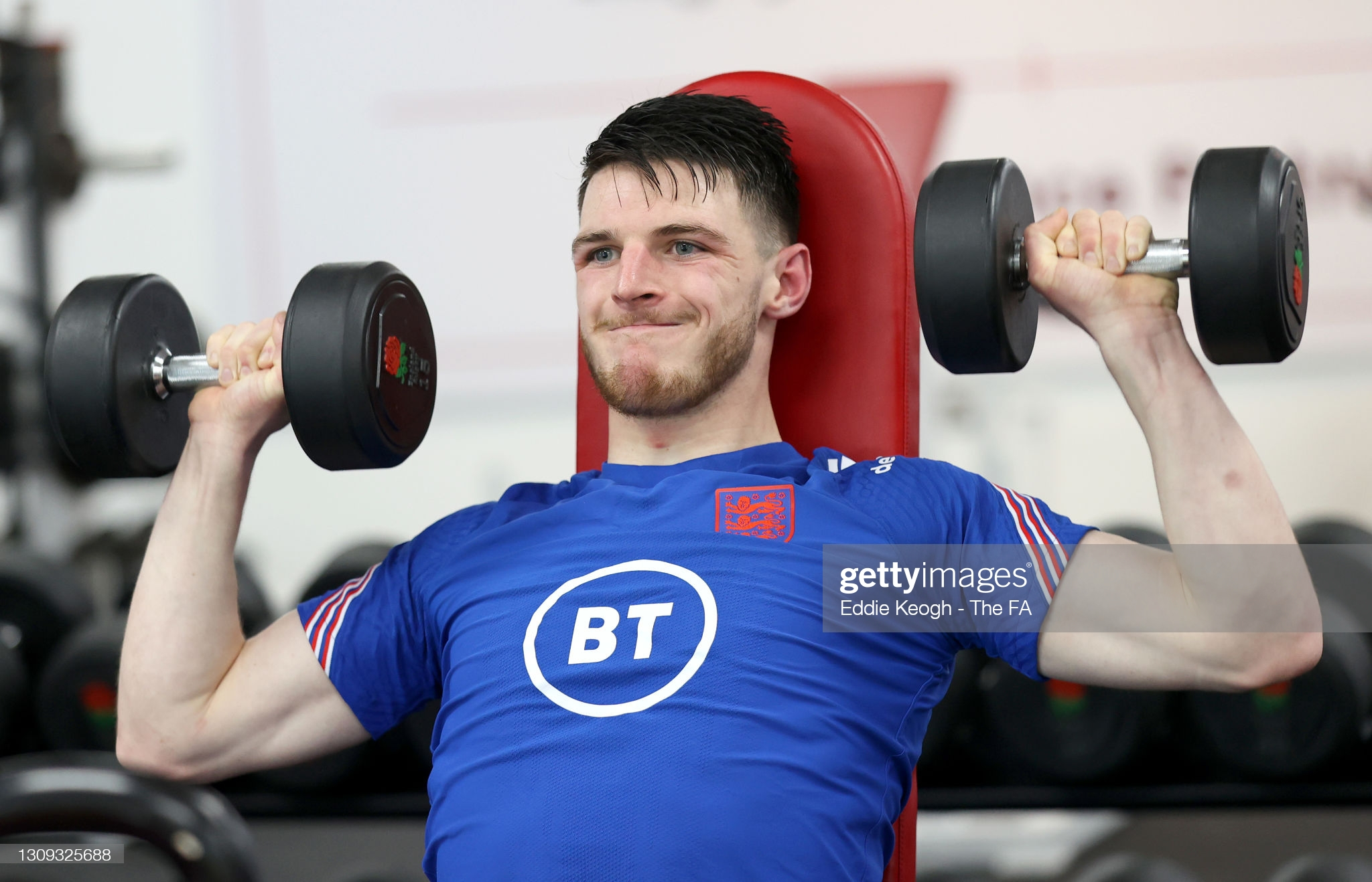 [Image: BAGSHOT-ENGLAND-MARCH-26-Declan-Rice-of-...ing-Se.jpg]