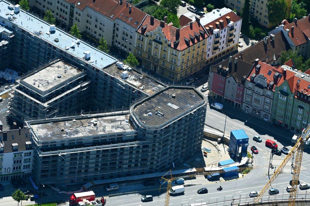 MNCHEN-06-07-2021-Baustelle-zum-Neubau-eines-Eckgebudes-und-Mehrfamilien-Wohn-und-Geschftshauses-PLA.jpg