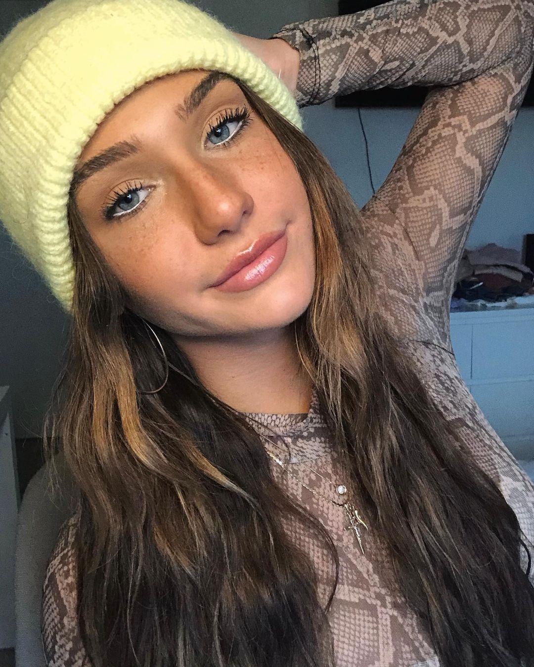 Olivia-Mogan-Wallpapers-Insta-Fit-Bio-19