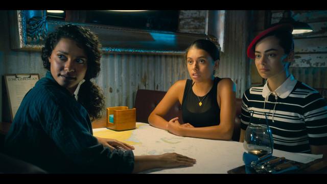 Dive Club S01 Screen Shot 1