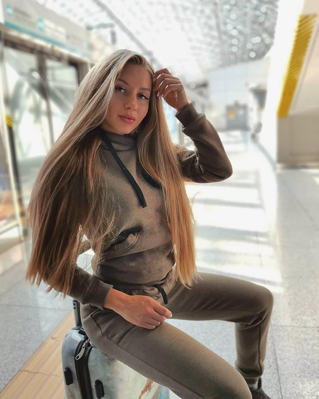 Alina-Cherepanova-Wallpapers-Insta-Fit-Bio-3
