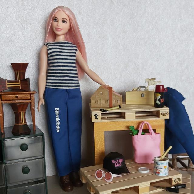 Career-Barbie-Carpenter