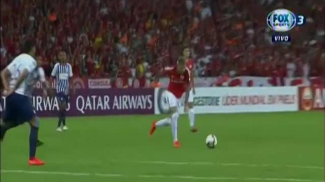 El golazo de Internacional que sorprendió a Alianza Lima antes de los 10 minutos