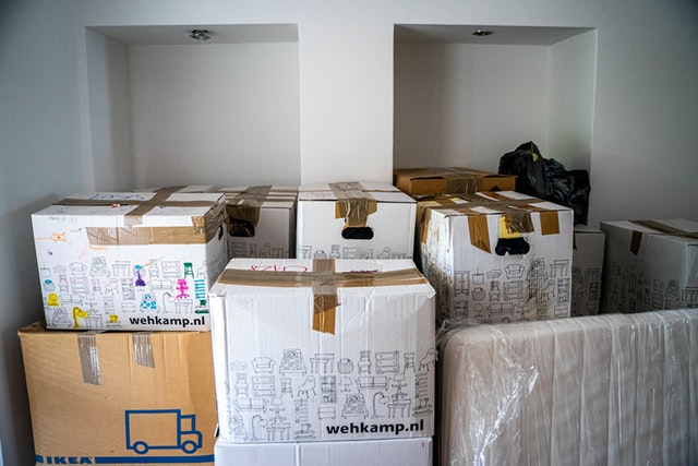 An image of packing boxes.