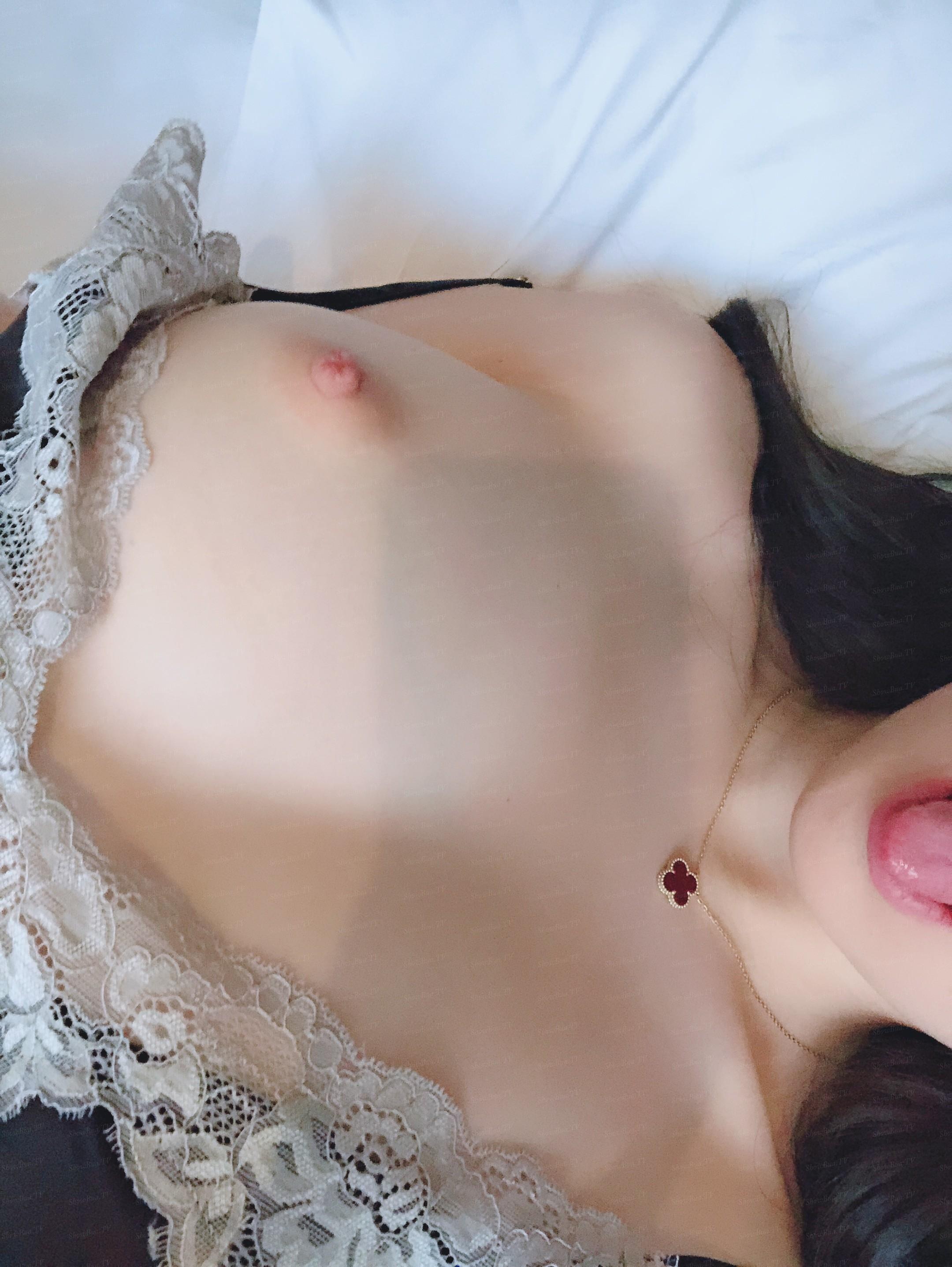 showbuatv-hotgirl-dang-dep-tha-hon-dam-vao-loat-anh-tu-suong-kich-thich-4