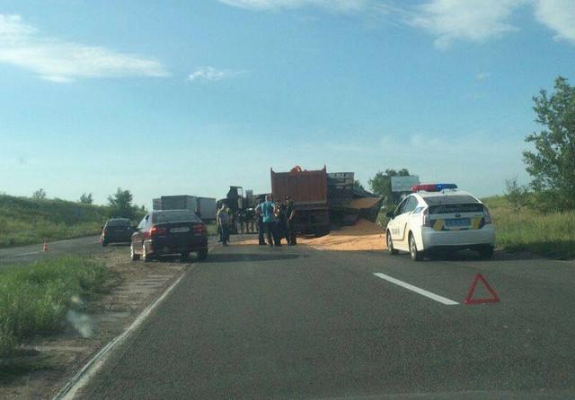 На Николаевщине столкнулись два грузовика
