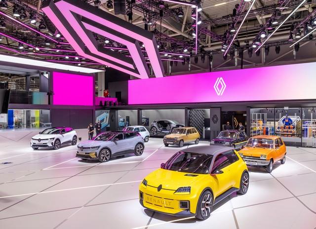 La Renault 5Prototype rencontre ses aïeules au salon de l'automobile de Munich Salon-IAA-de-Munich-2021-Renault-5-Prototype-et-Renault-5-13