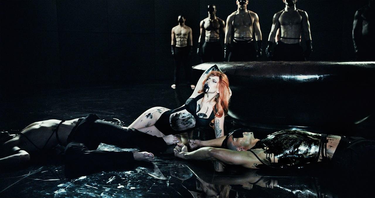 2012-The-Fame-black-blood.jpg