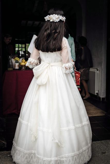 vestido-de-comunio-n-especial-en-muselina-inglesa-y-tul-bordado