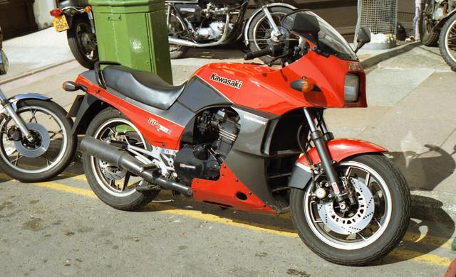 [Image: 1984-Isle-of-Man-Kawasaki-GPZ900-R.jpg]