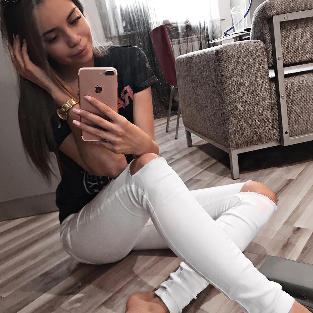 Elizaveta-Vaiss-Wallpapers-Insta-Fit-Bio-3