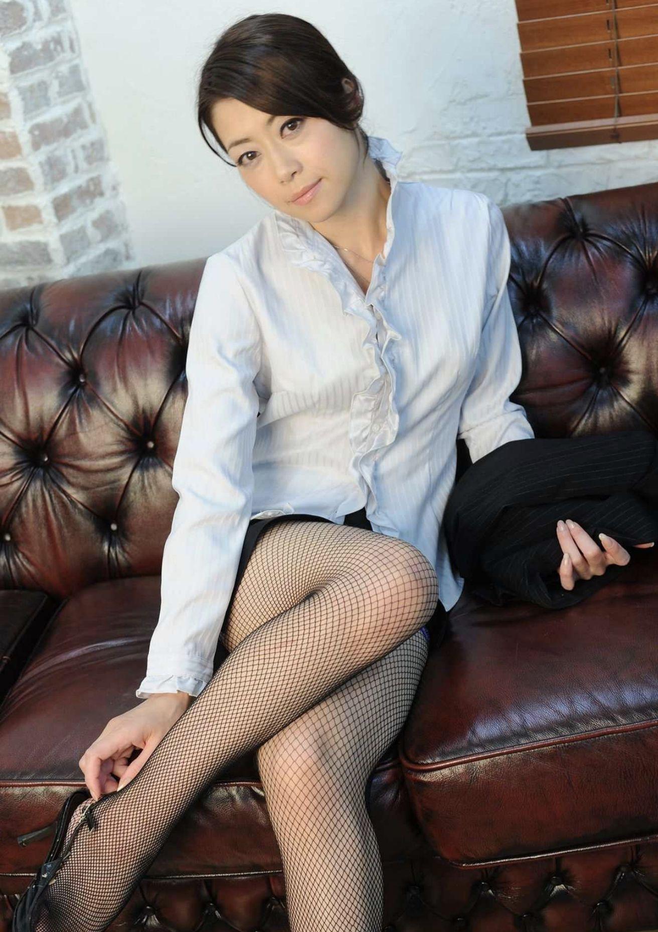 欲求不満の熟女教師 北条麻妃・柳田やよい・光月夜也 濃密グラビア写真集 022