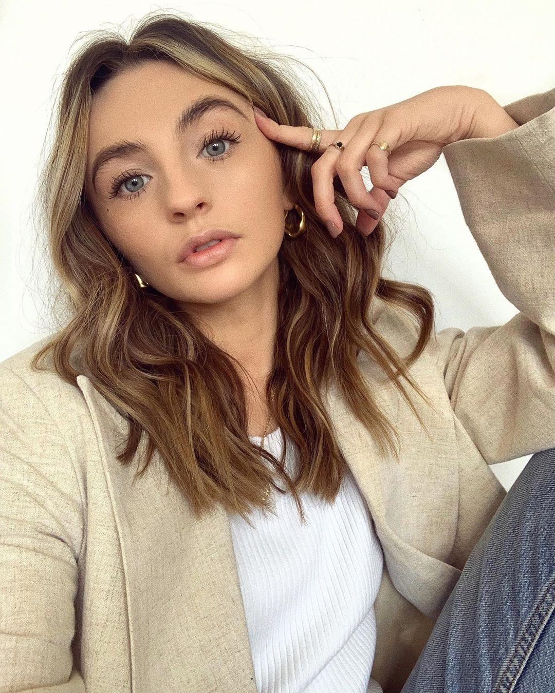 Chloe-Hayward-Wallpapers-Insta-Fit-Bio-10