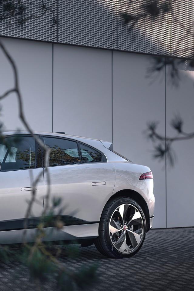La Jaguar I-PACE EV320 : Une Nouvelle Édition Limitée, Disponible Dès À Présent, Rend Le Passage À L'électrique Plus Attractif Que Jamais Jag-I-PACE-21-MY-Exterior-Indus-Silver-23-06-20-011