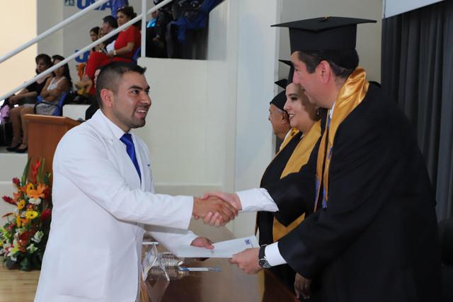 Graduacio-n-Medicina-96