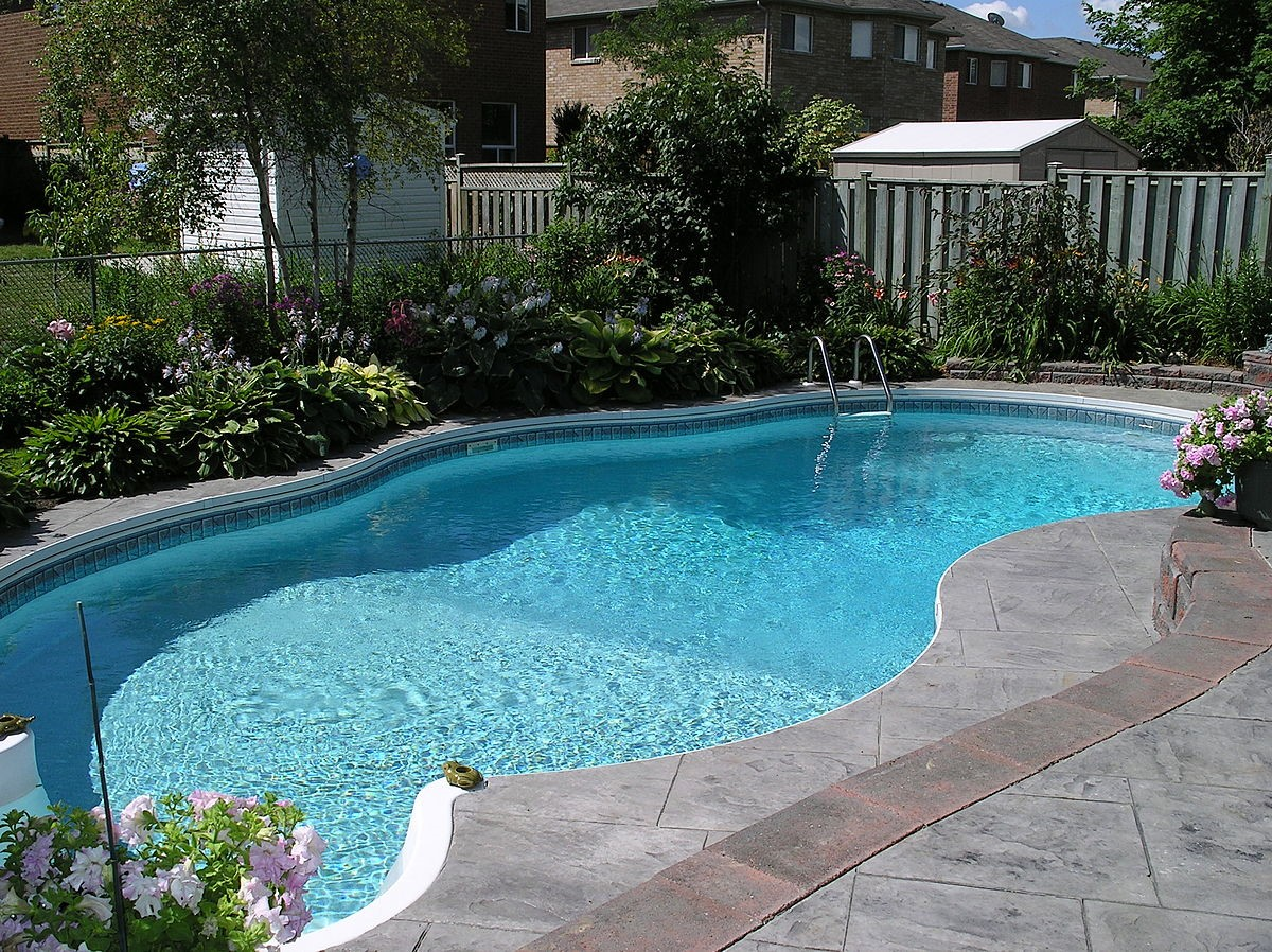 A Practical Pool Owner Guide to Cleaning the Pool Filters